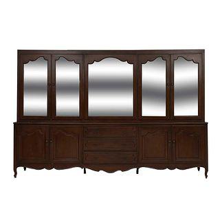 Vitrina. Siglo XX. Talla en madera. A 2 cuerpos. Con 8 puertas abatibles, 4 con cristal biselado y 3 cajones. 224 x 331 x 60 cm