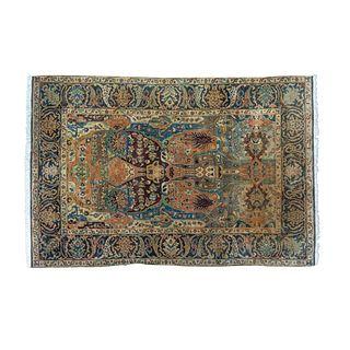 Tapete. Persia, años 60 Estilo Tabriz. En fibras de lana y algodón. Decorado con elementos vegetales, florales y orgánicos. 270 x 186cm