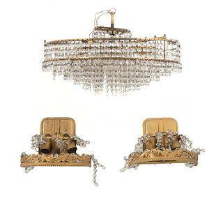Lámpara de techo y par de arbotantes. SXX. En metal dorado. Para 3 y 6 luces. Una diseño redondo. Decorados con cuentas de cristal.