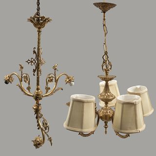 Lote de 2 candiles. Siglo XX. Elaborados en metal dorado. Electrificados para 3 y 4 luces. Con fustes compuestos.