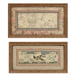 Lote de 2cuadros decorativos.  Origen oriental. Siglo XX. Bordados sobre tela. Decorados con motivos florales y zoomorfos.