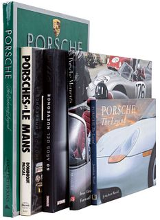 LOTE DE LIBROS SOBRE AUTOS PORSCHE. a) Porsche Moments. Photographs from Europe and Mexico, 1953 - 1962. b) Porsches at Le Mans.Pzs: 5.