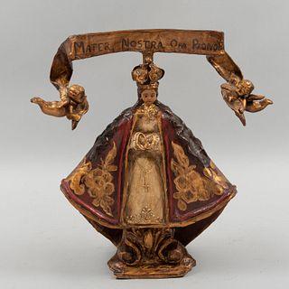 Firmado Danilo. Virgen de San Juan De Los Lagos. México, siglo XX. Elaborada en papel maché. Decorada con detalles en esmalte dorado.