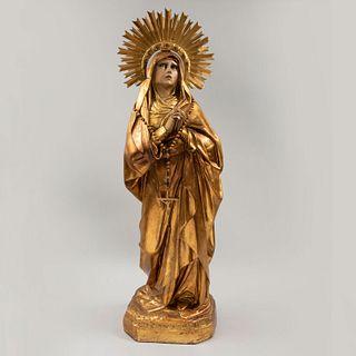 Virgen  Siglo XX. Elaborada en escayola moldeada y ahuecada. Con ojos de vidrio. Con rompimiento de luz en lámina dorada y rosario.