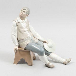 Sancho Panza. España. Siglo XX. Elaborado en porcelana Lladró, acabado brillante. 25 cm de altura.