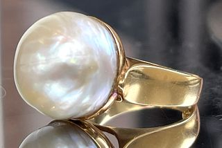 18K Yellow Gold and Mabe Pearl Modernist Ring