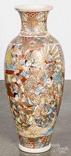 Large Japanese Satsuma urn