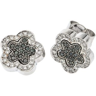 PAIR OF STUD EARRINGS WITH DIAMONDS IN 18K WHITE GOLD 74 Black and white brilliant cut diamonds ~0.65 ct. Weight: 6.8 g