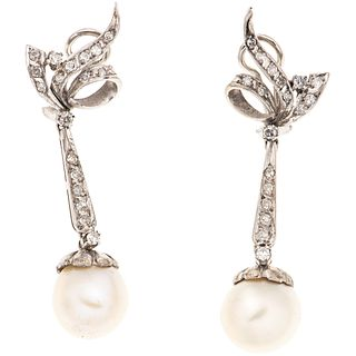 PAIR OF EARRINGS WITH CULTURED PEARLS AND DIAMONDS IN PALLADIUM SILVER 2 Cream-colored pearls and 36 8x8 cut diamonds ~0.80 ct