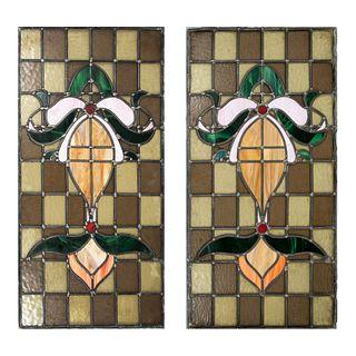 Lote de 2 vitrales. SXX. Elaborados en vidrio emplomado de diferentes colores. Decorados con flores de lis. 90 x 45 cm