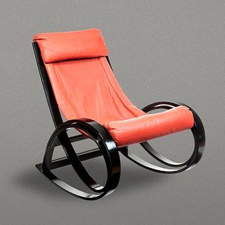 Gae Aulenti para Poltronova. Mecedora Sgarsul en madera laqueada negra y piel naranja / Sgarsul rocking chair