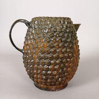 Jarra en barro esmaltado con decoración en altorrelieve / Enameled clay jug