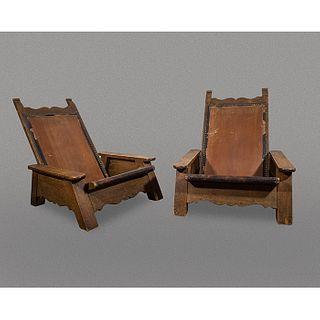 Par de butaques bajos en madera de roble / Oakwood pair of low lounge chairs