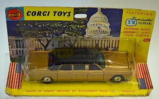 Corgi No.262 Lincoln Continental Executive Limousine gold, black hood, spun hubs - overall condition