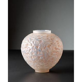 René Lalique, Opalescent Gui Vase