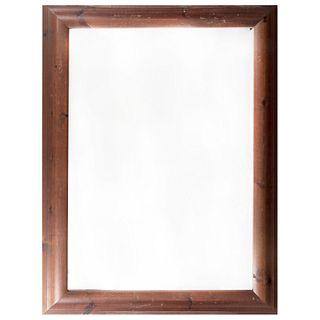 Espejo. SXX. Marco de madera. Con luna rectangular biselada. Decorado con escalonados. 108 x 77 cm