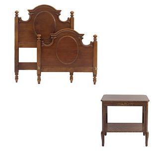 Lote de 2 piezas. SXX. Talla en madera. Consta de: Mesa y cama individual. 75 x 76 x 51 cm (mesa)