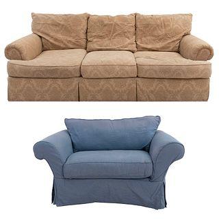 Lote de 2 piezas. Siglo XX. Estructura de madera. Consta de: Sofá de 3 plazas y sofá de una plaza.