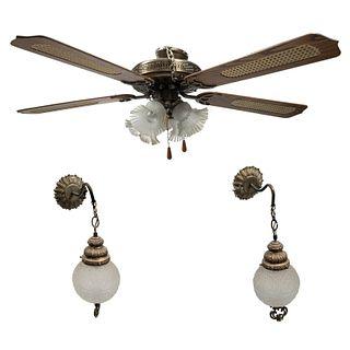 Lámpara de techo y par de arbotantes. Siglo XX.  Elaboradas en metal dorado.  Con sistema de ventilador. Con pantallas de vi...