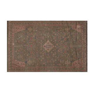 Tapete. SXX. Estilo Kilim. En fibras de algodón. Decorado con medallón central, elementos geométricos y zoomorfos. 394 x 268 cm