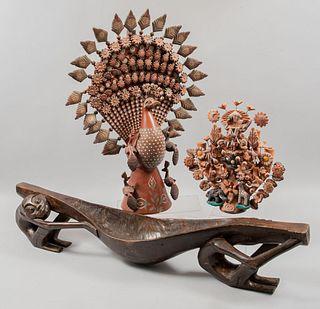 Lote de 3 piezas. Metepec, Estado de México y África. Finales del SXX. Elaborados en terracota y madera.