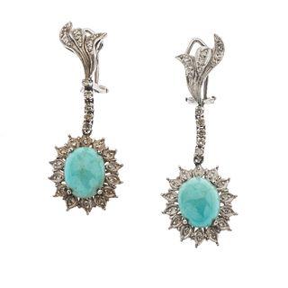 Par de aretes vintage con turquesas y diamantes en plata paladio. Peso: 9.8 g.