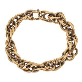 Pulsera en oro amarillo de 18k. Diseño de doble cadena. Peso: 25.1 g.