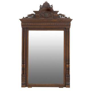 Espejo. Francia. SXX. Estilo Enrique II. En talla de madera de nogal. Con luna rectangular. 146 x 89 x 9 cm