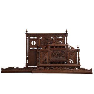 Cama matrimonial. Francia. Siglo XX. Estilo Bretón. En talla de madera de roble. Con cabecera, piecera y largueros.