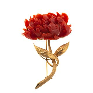 A Carved Coral Flower Brooch in 14K Yellow Gold