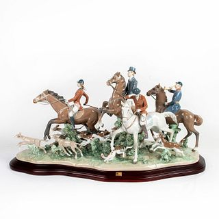 Fox Hunt 1005362 LTD - Lladro Porcelain Figure with Base