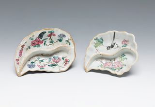 Pair of small fountains. China, late 19th century. Glazed porcelain. Stamps at the base.