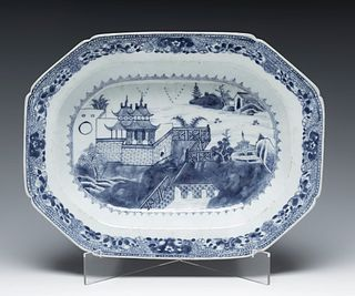 Fountain. China, 18th century. In blue and white porcelain.