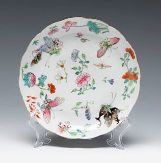 Dish. Canton, China, 19th century. Glazed porcelain. Stamped at the base.