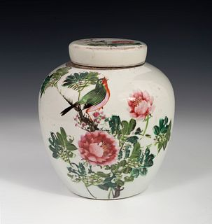 Pot with lid. Ginger jar. China, late 19th century. Glazed porcelain.