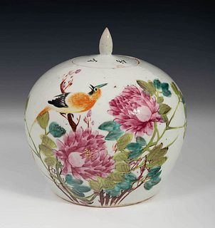 Pot with lid. China, late 19th century. Glazed porcelain.