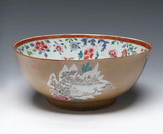 Familia Rosa bowl for the export market. China, 18th century. Glazed porcelain. Stamped at the base.