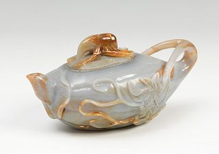 Small teapot China, 19th century Agate carved in gray with yellow streaks.