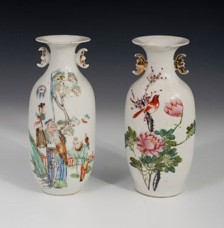 Pair of vases. China, Ming Period, late 19th century. Glazed porcelain. Seal at the base, in one of them.