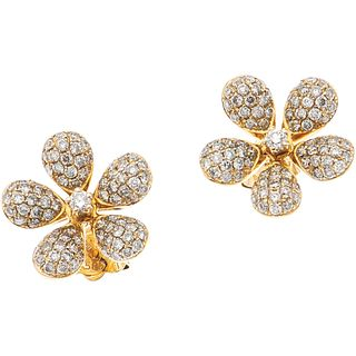 PAIR OF EARRING STUDS WITH DIAMONDS IN 14K YELLOW GOLD Brilliant cut diamonds ~0.80 ct. Weight: 2.5 g
