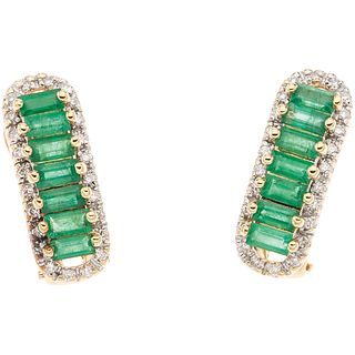 PAIR OF EARRINGS WITH EMERALDS AND DIAMONDS IN 14K YELLOW GOLD Rectangular cut emeralds and brilliant cut diamonds