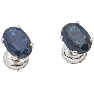 PAIR OF STUD EARRINGS WITH SAPPHIRES IN 14K WHITE GOLD Oval cut sapphires ~1.46 ct. Weight: 1.1 g