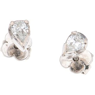 PAIR OF STUD EARRINGS WITH DIAMONDS IN PALLADIUM SILVER, SILVER AND METAL BASE 2 Pear cut diamonds ~0.44 ct Clarity: I1-I2 Color: J-K