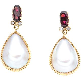 PAIR OF EARRINGS WITH HALF PEARLS, TOURMALINES, DIAMONDS AND 10K YELLOW GOLD SIMULANTS Weight: 9.8 g