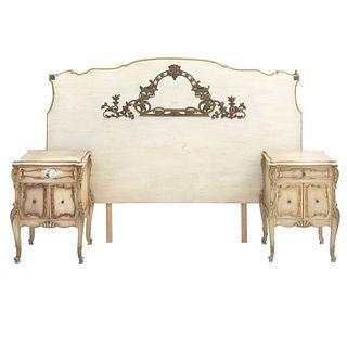 Recámara. SXX. Elaborada en madera color beige. Consta de: Cabecera matrimonial y par de burós. Piezas: 3