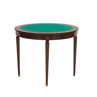 Mesa de juego. SXX. Elaborada en madera tallada y laqueada. Con cubierta abatible con aplicación de fieltro color verde. 74 x 90 cm Ø