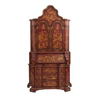 Secreter. SXX. En madera color rojo. A 3 cuerpos. Con cubierta abatible frontal, 2 puertas abatibles, 3 cajones. 238 x 130 x 50 cm