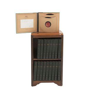 Colección de discos de acetato. Ca. 1918 RCA Victor Red Seal Records. En 18 carpetas de pasta dura con diversos temas musicales.