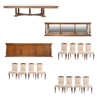 Comedor. SXX. Elaborado en maderaConsta de: Mesa, 12 sillas, vitrina y trinchador. 3 con cubierta de vidrio. 75 x 350 x 125 cm (mayor)