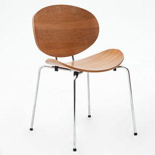 Silla. SXX. De la marca Moda In Casa. Estructura de metal tubular cromado, respaldo y asiento en madera moldeada.